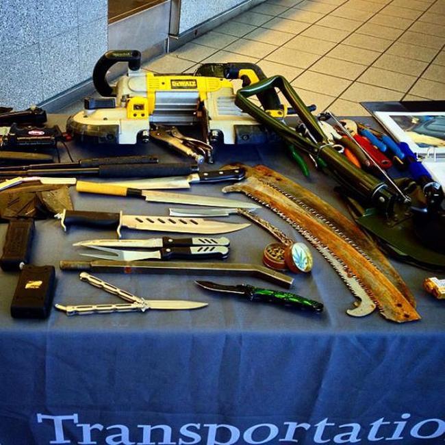 Запрещенные предметы, изъятые у пассажиров в аэропортах (25 фото)