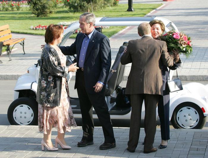 Более ранние фотографии Владимира Путина и его зарубежных коллег (37 фото)