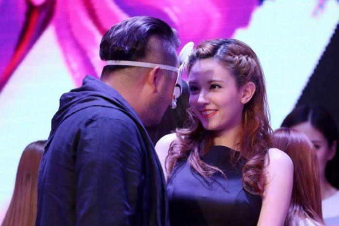 За 8 миллионов долларов китайский миллиардер нанял в ассистентки порнозвезду Ролу Мисаки (10 фото)