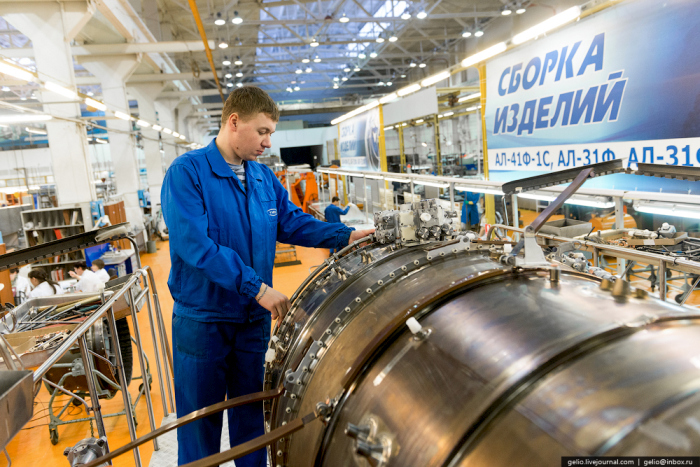 Как производят авиадвигатели (59 фото)