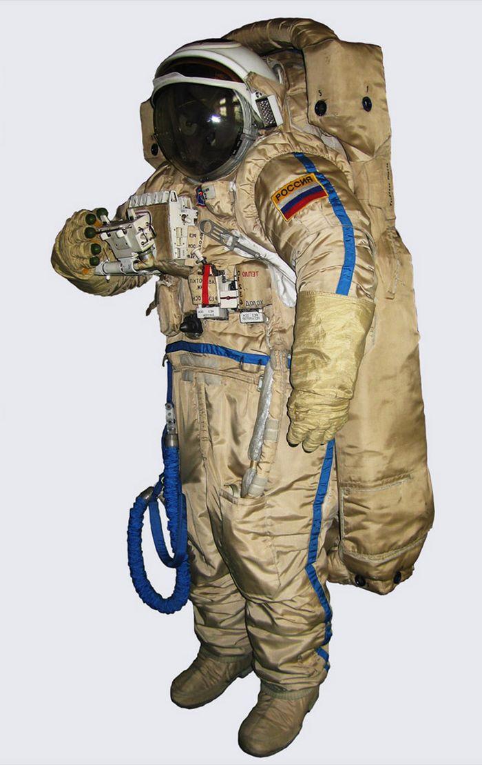 Разработано устройство спасения космонавта, потерявшего контакт с кораблем в открытом космосе (3 фото)