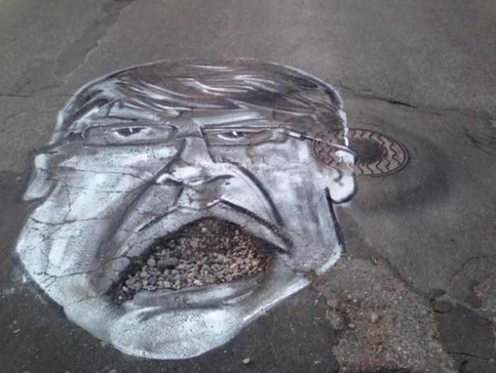 На дорогах Рязани появились карикатуры на мэра Олега Белукова (4 фото)