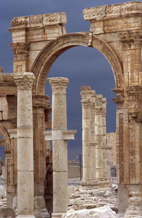 Древний город Пальмира перешел под контроль «Исламского государства» (15 фото)