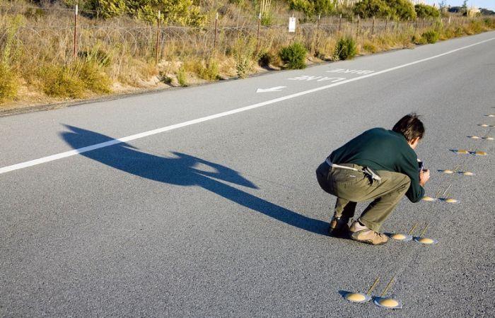 Для чего нужны эти «ребра» по краям дороги? (6 фото)