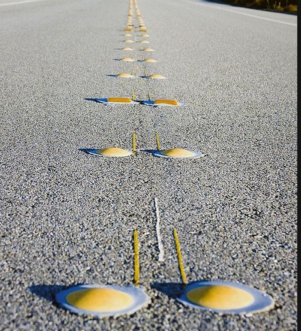 """Для чего нужны эти """"ребра"""" по краям дороги? (6 фото)"""