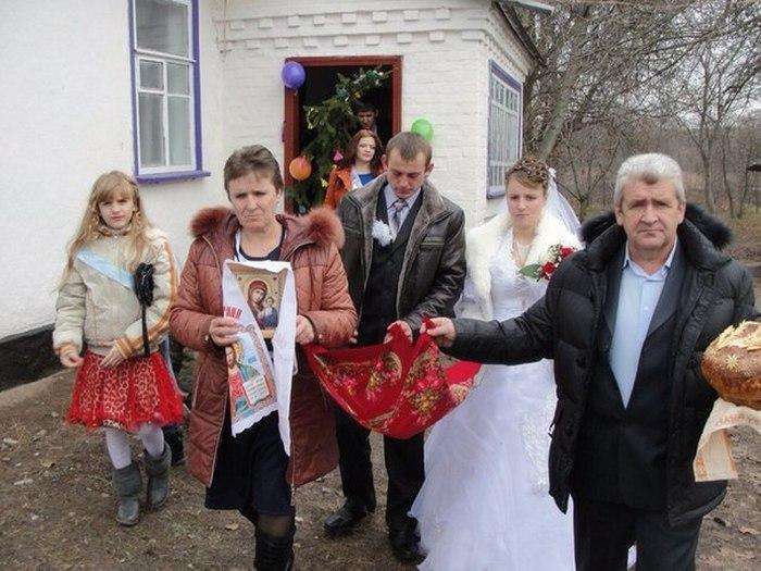 «Веселая» свадьба (9 фото)