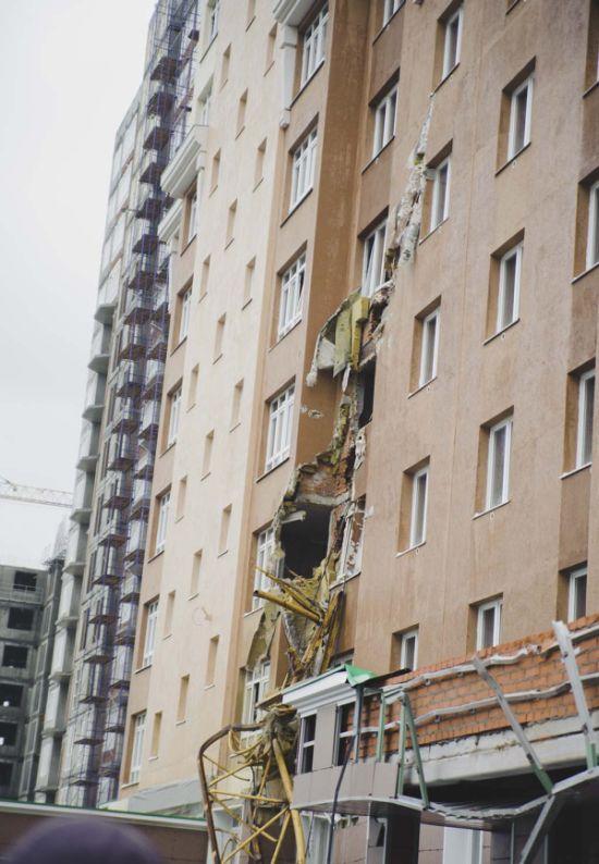 В Кемерово упал башенный кран (6 фото + видео)
