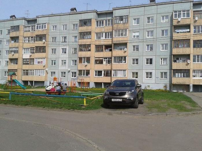 В Архангельске девушка-полицейский на личном автомобиле устроила погоню за водителем (2 фото + 2 видео)