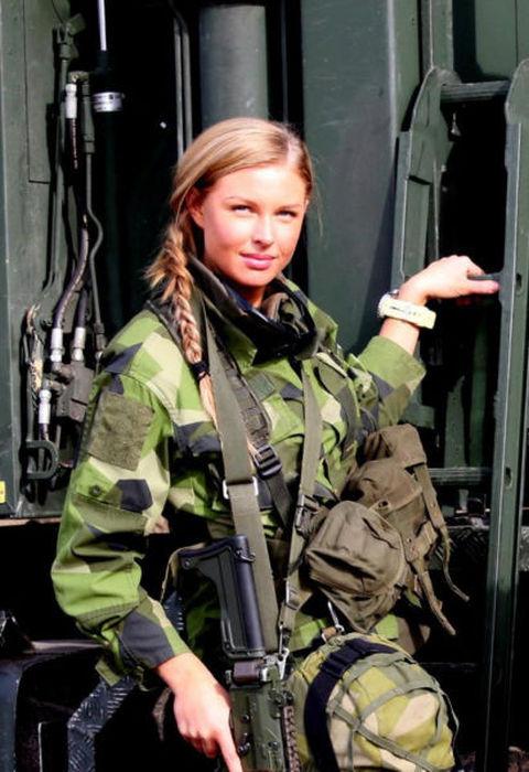 Девушки в Армии (77 фото)