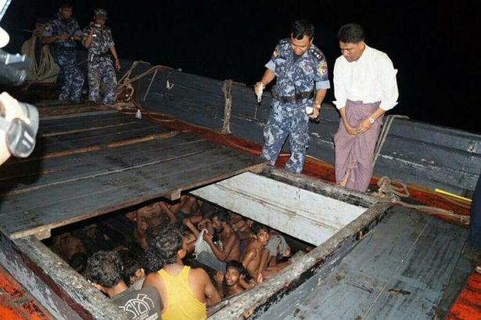 В поисках лучшей доли нелегальные мигранты готовы терпеть любые трудности (3 фото)