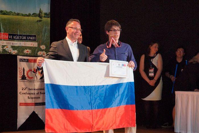 Российский 11-классник Данил Фиалковский заслужил «Малую нобелевскую премию» (4 фото)