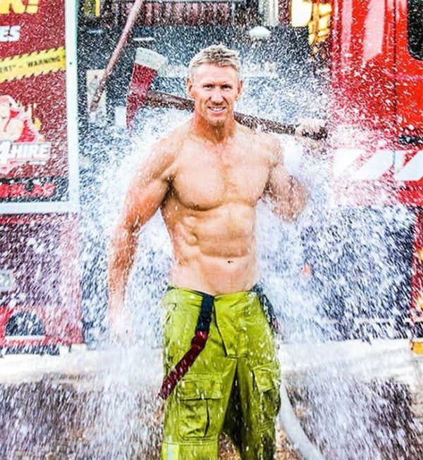 Симпатичные пожарные (31 фото)