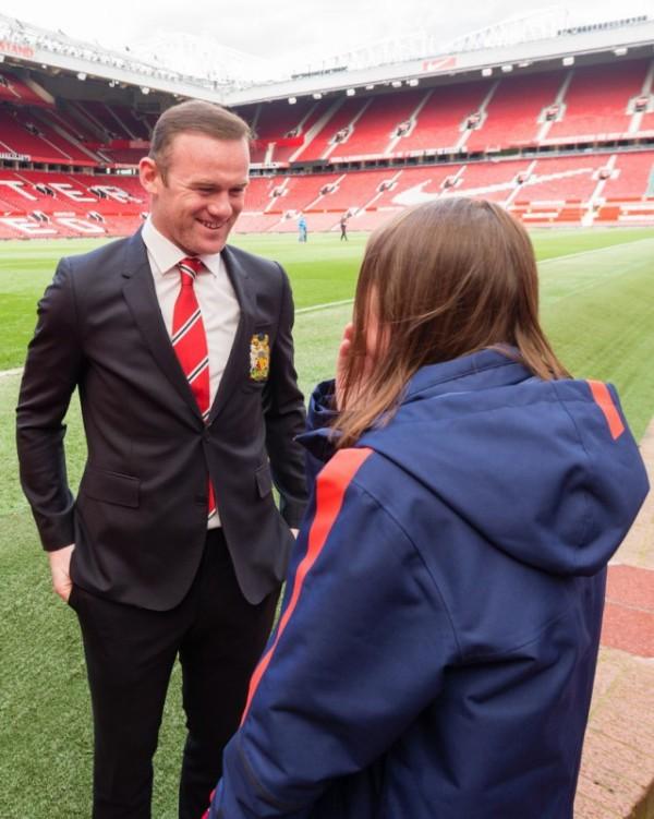 Тяжелобольная девочка из Калининграда побывала в гостях у ФК «Манчестер Юнайтед» (9 фото + 2 видео)