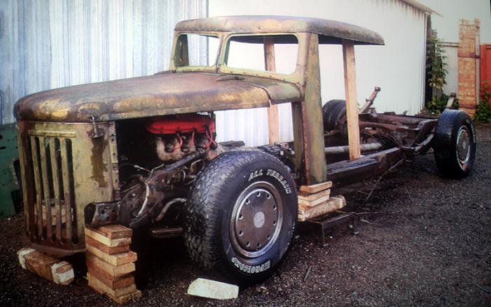 Уникальный хот-род Mazzy на базе старого грузовика МАЗ (14 фото)