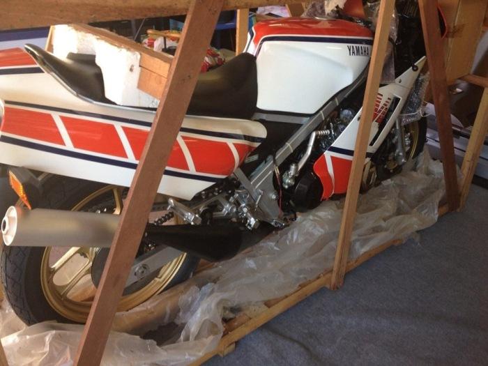 В Австралии нашли «законсервированный» спортбайк Yamaha RZ500N 1985 года с нулевым пробегом (12 фото + видео)