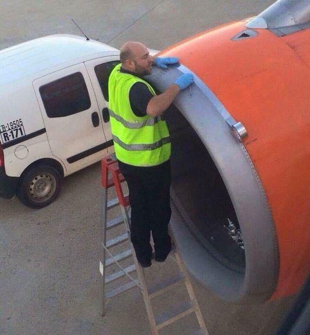 Это фото не на шутку испугало пассажиров самолета (фото)