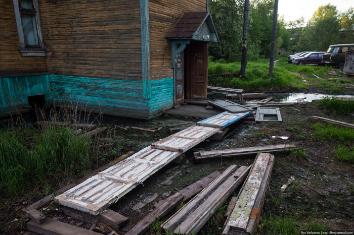 Гниющие бараки Архангельска (71 фото + 3 видео)