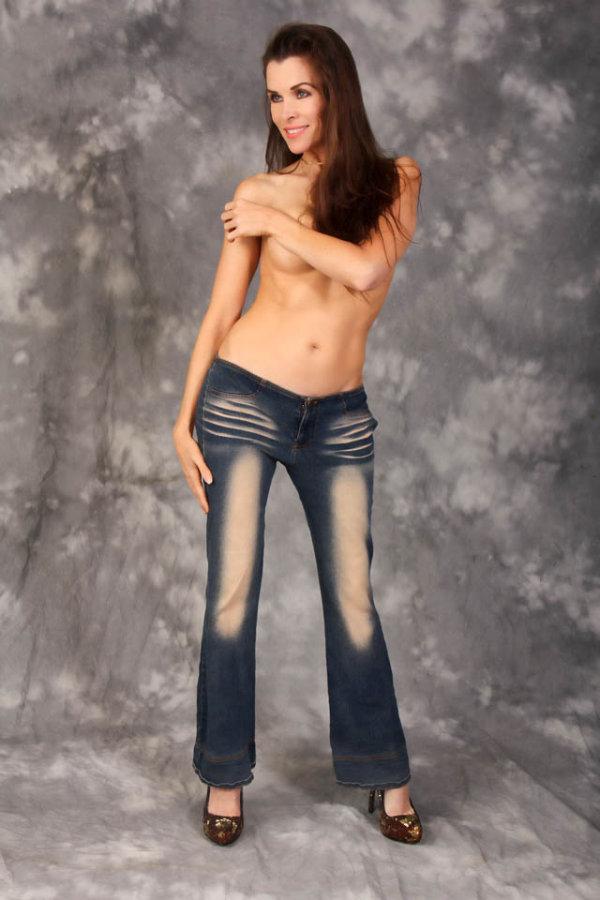 Откровенные джинсы для девушек (7 фото)