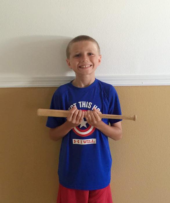 Более 2-х лет мальчик терпел насмешки, чтобы помочь больным детям (8 фото)