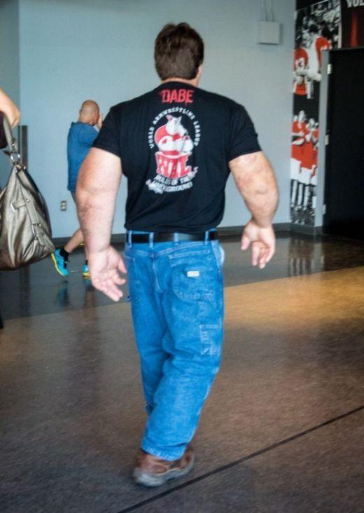 Джефф Дейб и его огромные руки (5 фото)