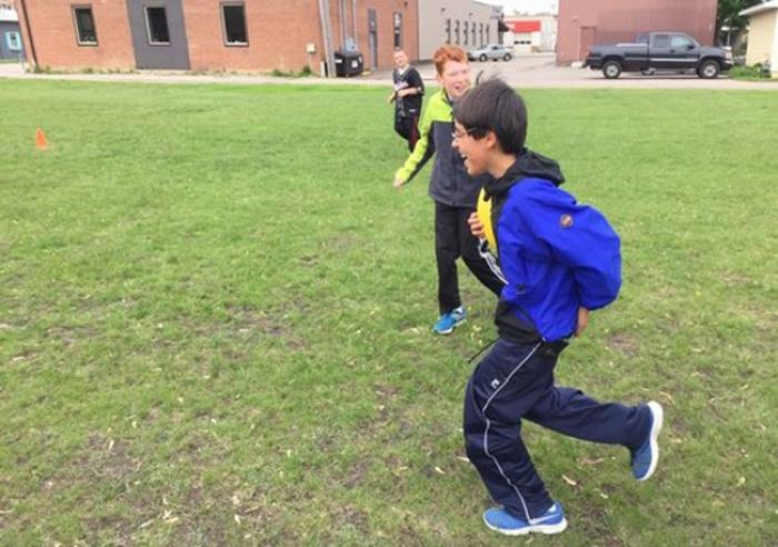 Школьники помогли своему сверстнику, над которым насмехались одноклассники (7 фото)
