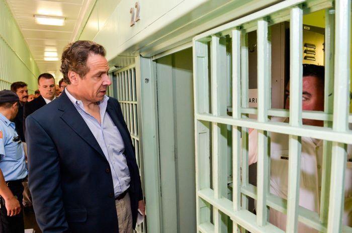 Из американской тюрьмы строгого режима сбежали двое заключенных (20 фото)