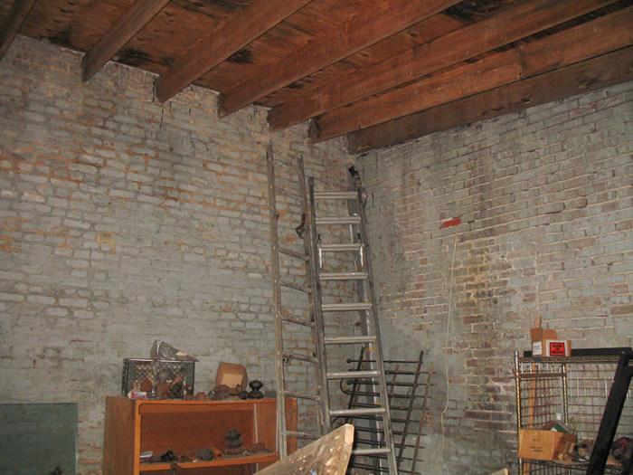 Отличная малогабаритная квартира в помещении бывшего склада (22 фото)