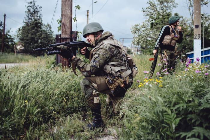Конфликт на юго-востоке Украины через объектив фотокамеры (16 фото + текст)