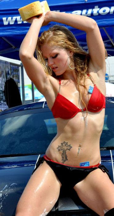 Сексуальная автомойка (66 фото)