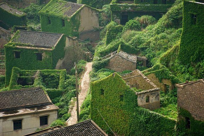 Заброшенная рыбацкая деревня в Китае (3 фото)