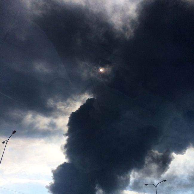 Пожар на нефтебазе под Киевом (11 фото + 3 видео)