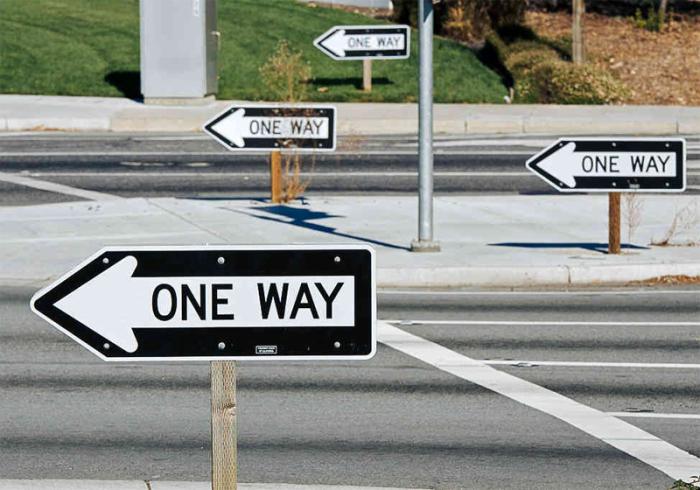 Парадоксальные пункты американских правил дорожного движения (10 фото)