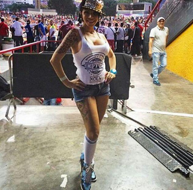 Телеведущие из Венесуэлы разделись, чтобы поддержать сборную страны по футболу. НЮ (25 фото + 2 видео)
