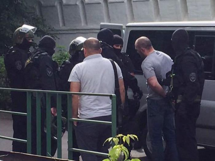 В Москве полицейские задержали преступников, используя табельное оружие (4 фото + видео)