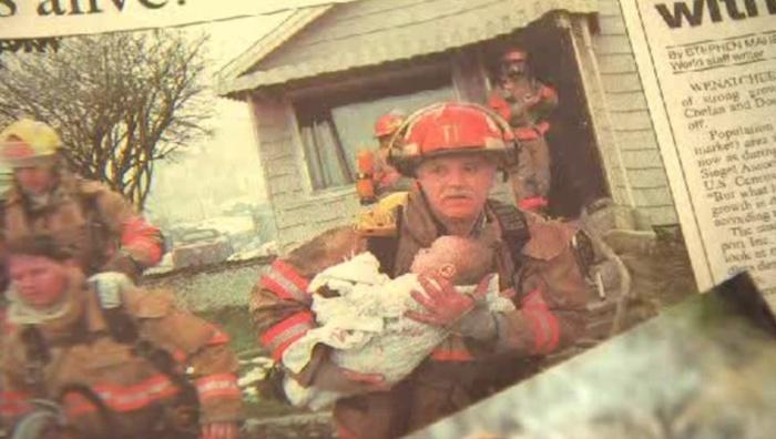 Пожарный побывал на выпускном вечере спасенной им девочки (3 фото)