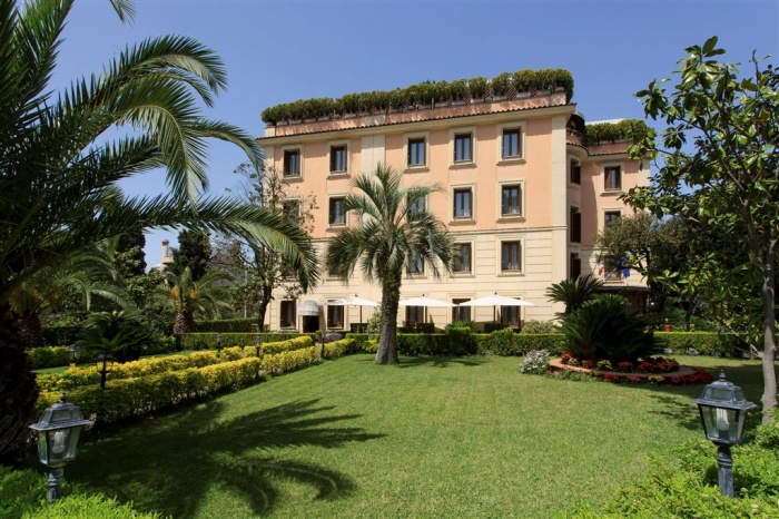 Небольшой экскурс по бывшим мафиозным домам Рима (21 фото)