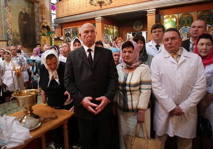 Медработники Симферополя освятили свои халаты (9 фото)