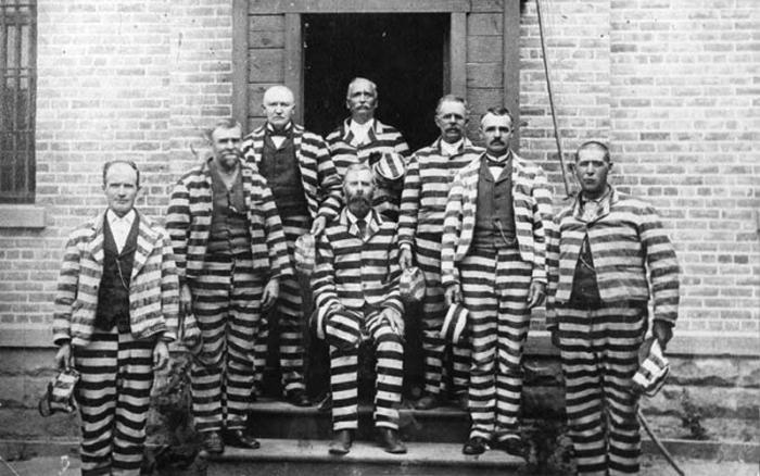История появления полосатой формы заключенных (7 фото)
