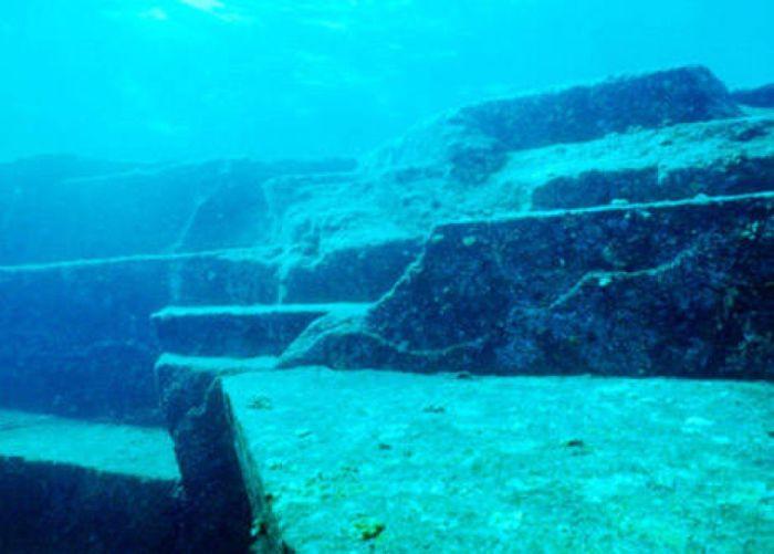 Загадочные археологические находки (12 фото)