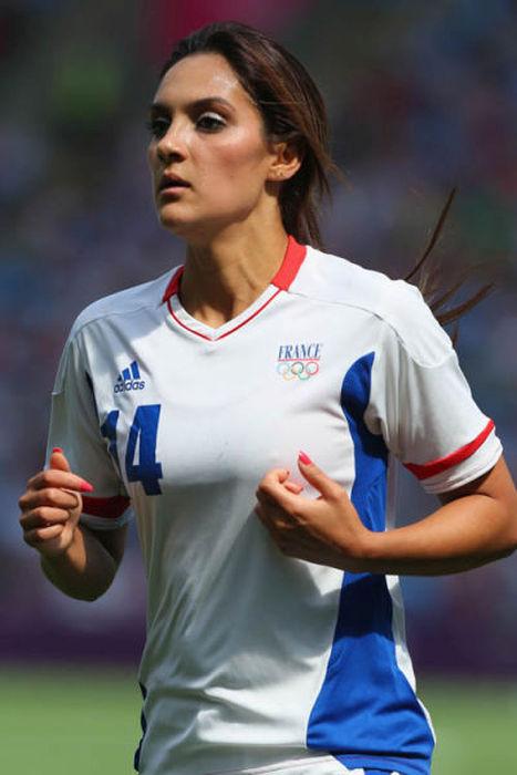 Девушки-футболистки из разных стран мира (40 фото)