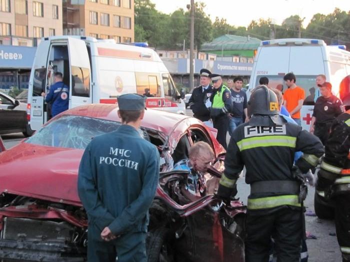 Гонка люксовых внедорожников в Санкт-Петербурге закончилась массовым ДТП (8 фото)