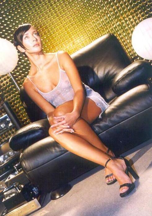 Как менялись образы Жанны Фриске в течение 19 лет (31 фото + 4 видео)