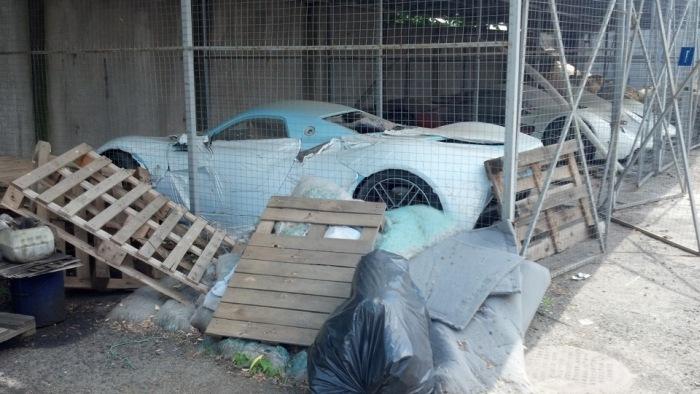 Первый российский суперкар Marussia оставили на растерзание вандалам (5 фото)