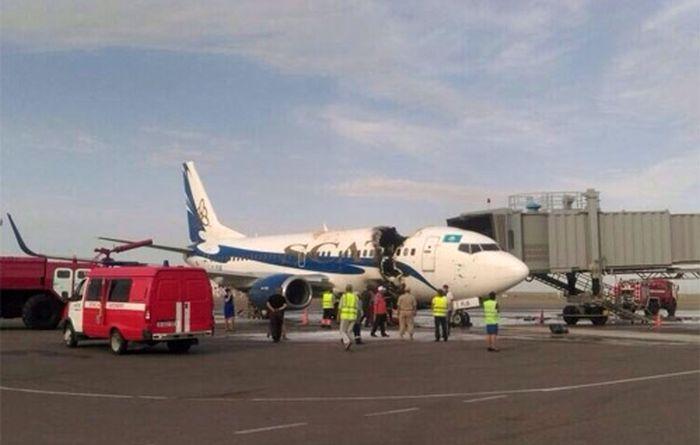 В аэропорту Актау загорелся Boeing 737 (3 фото + 2 видео)