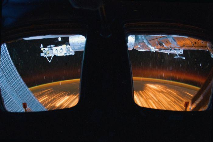 Завораживающее видео из кабины МКС (фото + видео)