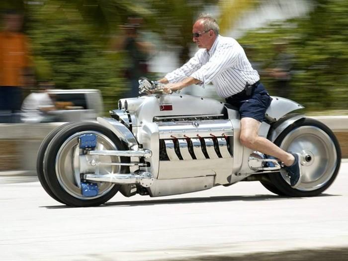 Dodge Tomahawk - самый мощный мотоцикл в мире (19 фото)