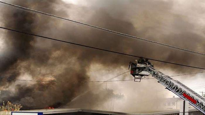 В Иркутске горит торговый центр (фото + видео)