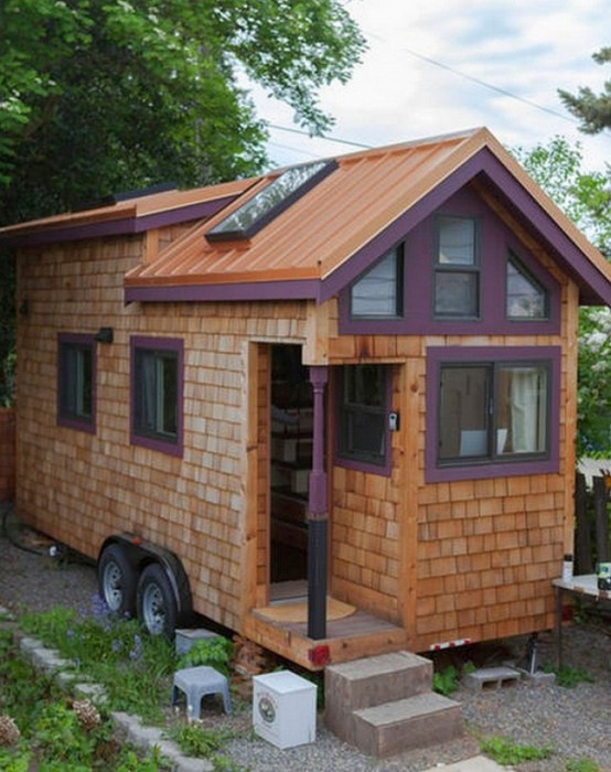 Самодельный дом на колесах, построенный женщиной (14 фото)