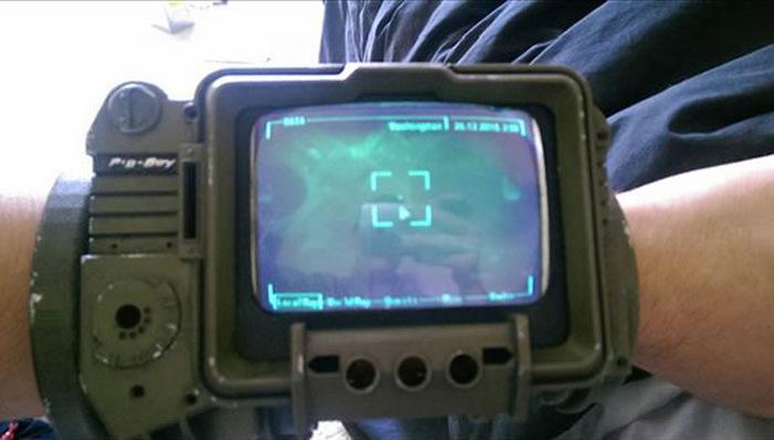 Фанат игры Fallout собрал работающую копию ассистента Pip-Boy 3000 (16 фото)
