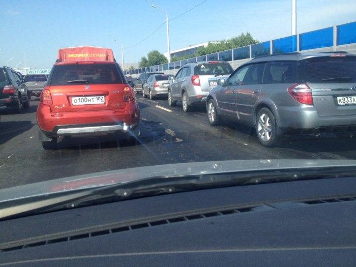 Асфальт, уложенный в Уфе к июльским саммитам ШОС и БРИКС, не выдержал жары (4 фото + видео)